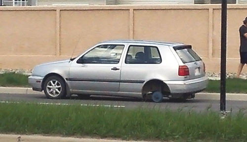 Wheel falls off of Volkswagen Golf