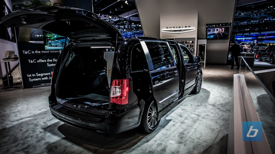 2013-chrysler-town-and-country-s-5