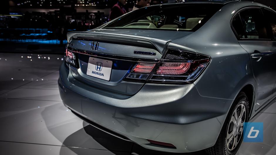Honda Civic Pictures 2013 2013-honda-civic-hybrid-1