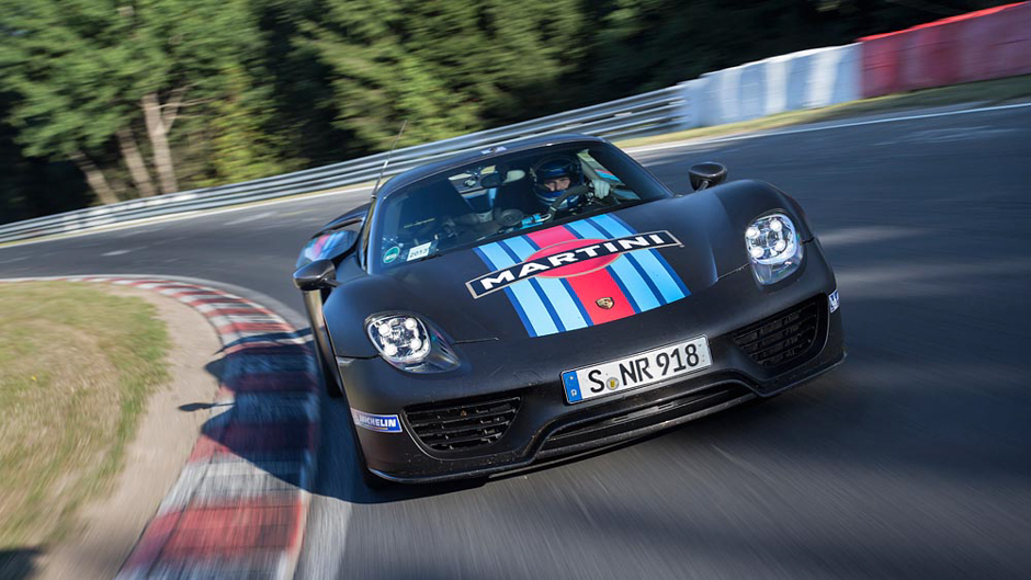 Porsche 918 Spyder Debuts with Blistering Ring Time
