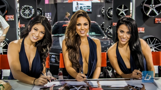 the-girls-of-sema-2013-78