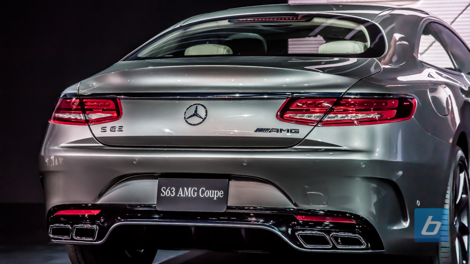 The S 63u2019s engine sounds quite cultured as AMGs go, but luxury coupe buyers are...