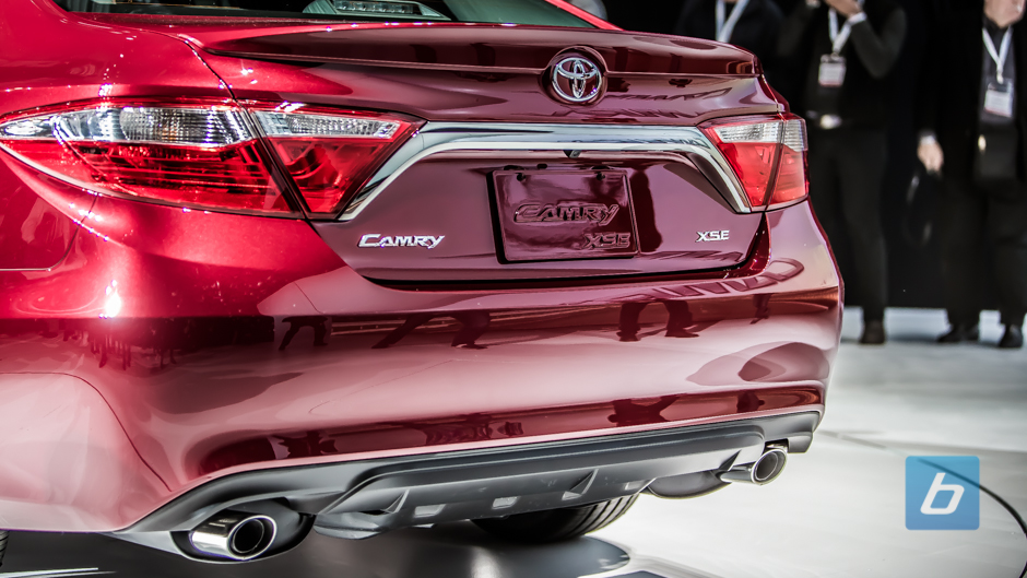 toyota unveils updated 2015 toyota camry. Black Bedroom Furniture Sets. Home Design Ideas