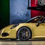 Alfa Romeo 4C Spider Loses Its Top in Detroit