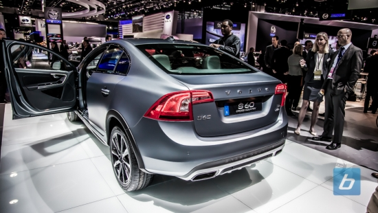 2016-volvo-s60-cross-country-naias-2015-8