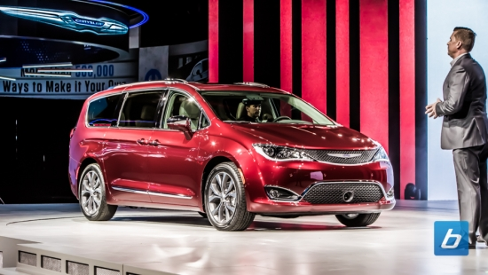 2017-Chrysler-Pacifica-NAIAS-2016-6