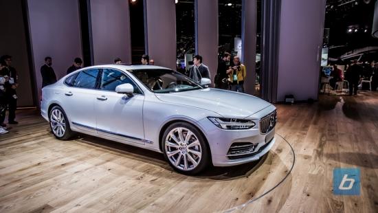 2017-Volvo-S90-2016-NAIAS-7