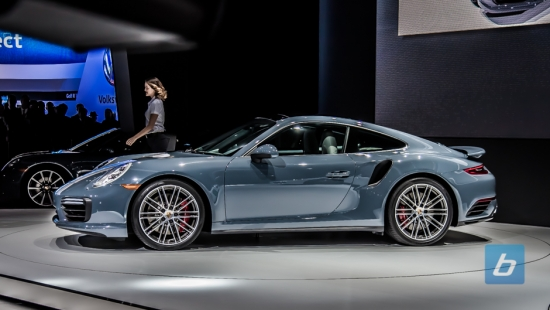 2017-porsche-911-turbo-detroit-naias-2016-3