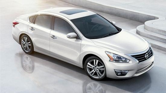 2015-Nissan-Altima-Sedan