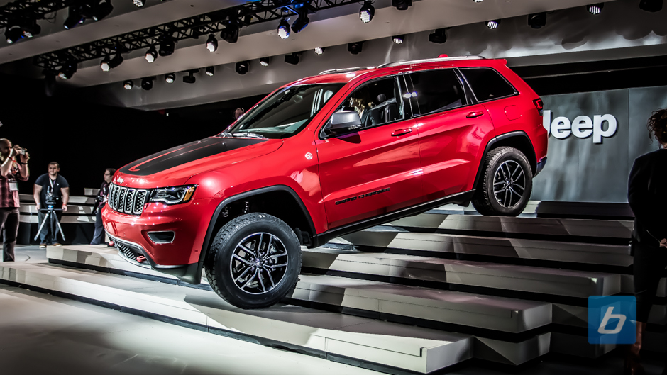 jeep brings grand cherokee trailhawk and summit to ny. Black Bedroom Furniture Sets. Home Design Ideas