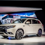 Mitsubishi Outlander Gets a New Face and Electric Power