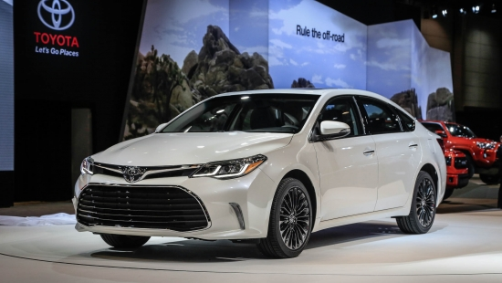 2016-toyota-avalon-front-three-quarter-02