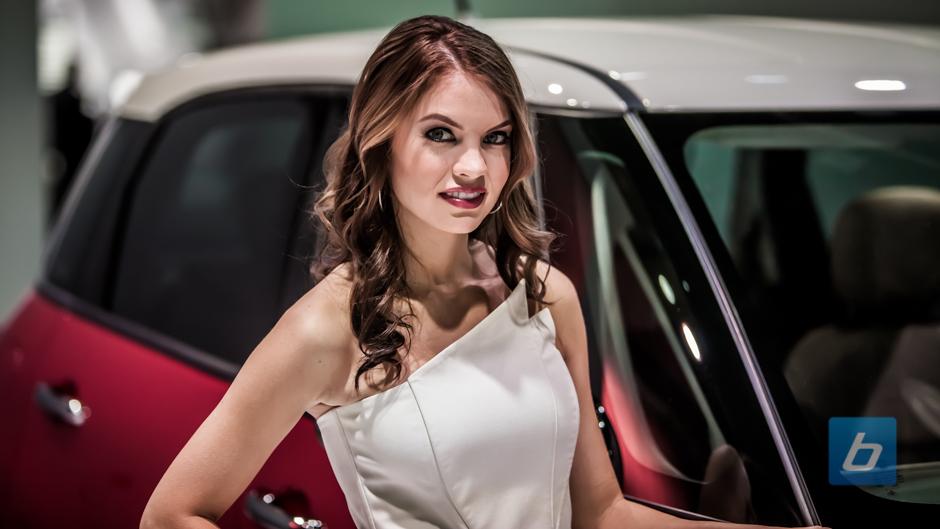 girls-of-2013-detroit-naias-71