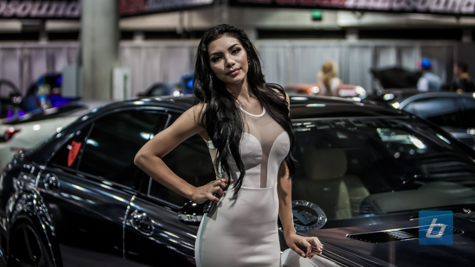 la-autoshow-2012-booth-girls-49